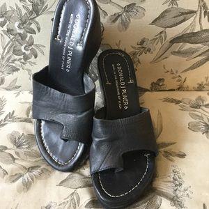 DONALD J. PLINER   Verna Black Wedge Sandal
